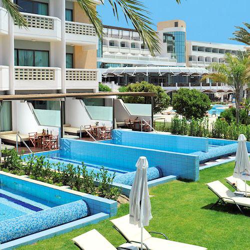 Constantinou Bros Athena Beach Hotel op Cyprus
