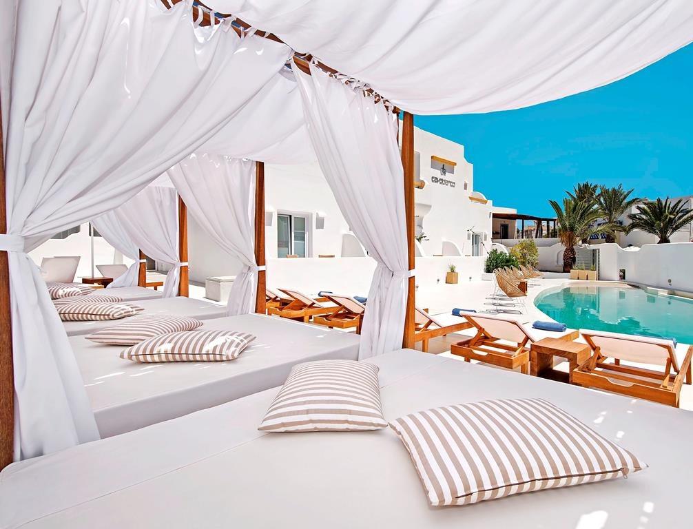 luxe hotels op santorini
