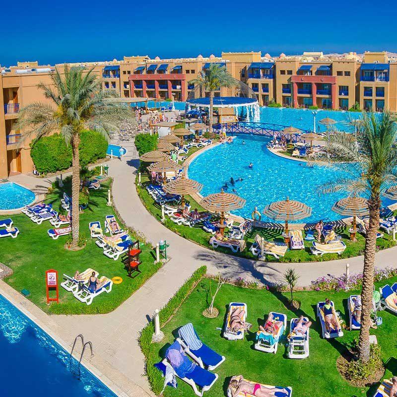 Het prachtige Titanic Palace hotel in Egypte met een swim-up kamer.